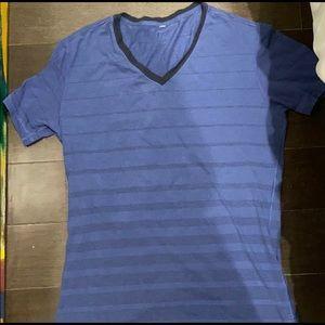 Men's Lululemon v neck t shirt - size Medium